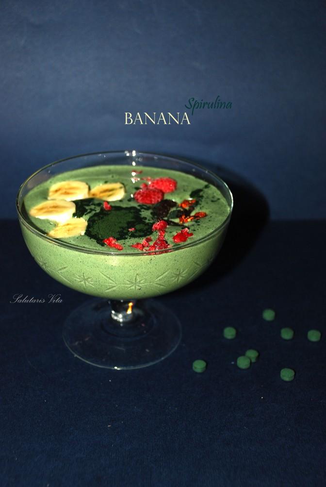 banana spirulina smoothie