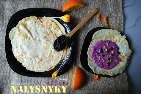 nalysnyky with blueberries and cheese